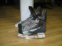 4 PAIRS DE PATINS DE HOCKEY