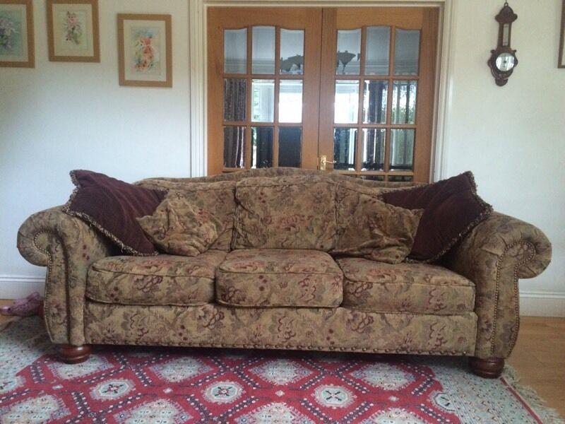 Stunning American Home Collection La Z Boy Luxury Sofa