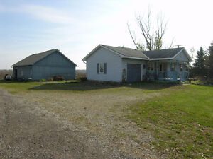 COUNTRY LIVING APPROX. 10 MINUTE DRIVE TO STRATFORD MLS#156429