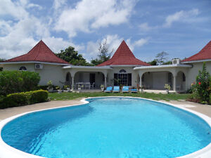 4 BD RM Private Villa With Pool.Runaway Bay 519-774-7411