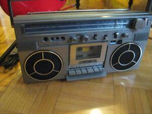 Vintage Toshiba  1980s  portable Radio boombox
