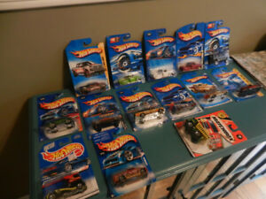 Hot Wheels Trucks Ford,Chevy,Hummer,Semi Lot of 14