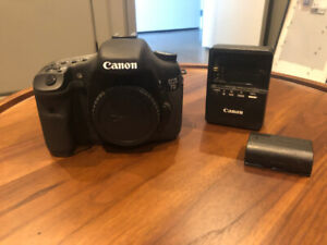 Canon 7D Camera Body and charger