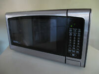 Danby Microwave Oven/Four Micro-Onde Danby