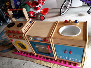 Play kitchen w/ washer