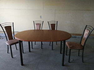 Dinner table,  4 chairs and leaf