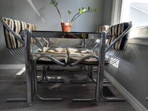 VINTAGE 1960's CHROME/GLASS TABLE & CHAIR SET IN MINT CONDITION!