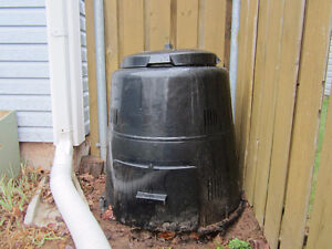 Composter bin - $70 negotiable - Excellent condition