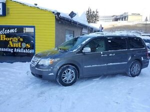 2010 Chrysler Town  Country 0