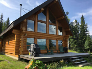 Professionally built Log Home - World Famous Bowron Lake