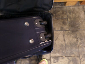 2 large suitcases with wheels, very good condition, $40 for both Sarnia Sarnia Area image 2