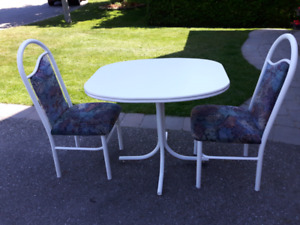 White kitchen table with 2 chairs