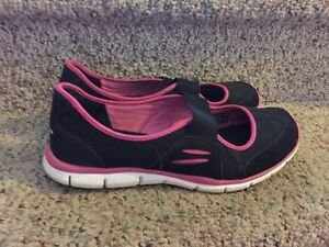 Ladies Skechers size 9