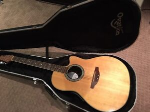 Ovation acoustic / electric guitar with hard case