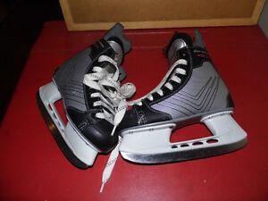 Patin de hockey grandeur 1 pour garçon.