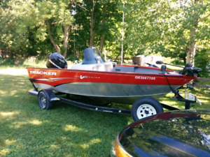 2011 Tracker Pro-Guide Fishing Boat