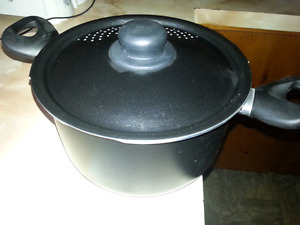 ((NEW NEVER USED PASTA POT))