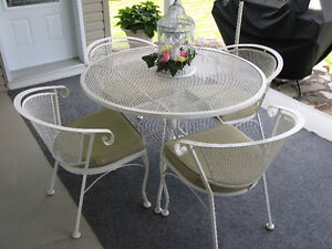 Ensemble de meubles de patio / Patio furniture