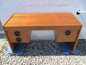 Lovely teak desk bureau teck mid-century modern 3 drawers c1960s