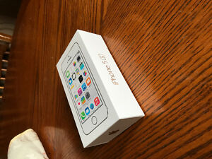 MINT IPHONE 5S CHAMPAGNE GOLD W BELL OR VIRGIN $140.00 OBO