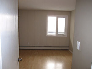 FOR RENT: 1 BEDROOM CONDO DOWNTOWN W/PARKING 10 ST 15 AVE SW