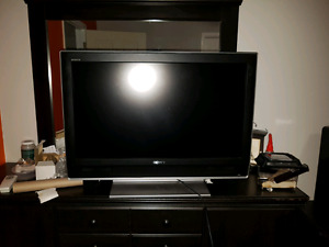 """Sony 32"""" LCD with Stand"""