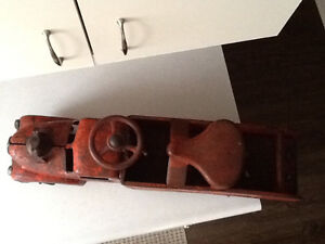 *VERY RARE* 1940S MARX RIDE ON FIRE TRUCK WITH BELL London Ontario image 7