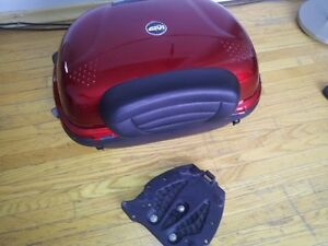 GIVI BIKE BOX,2 KEYS, HARD COVER WITH MOUNT. FOR ANY BIKE OBO.