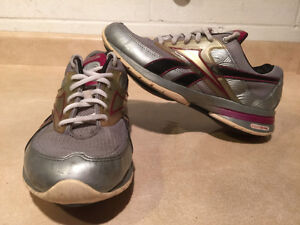 Women's Reebok Easy Tone Smooth Fit Shoes Size 6.5 London Ontario image 1