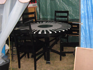 ROUND  PIANO KEY STYLE TABLE & 4 CHAIRS -- SOLID WOOD