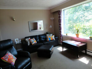 Bright/ Sunny Modern 2 bed Avail Sept 1 Pri. ent/Patio/Gardens