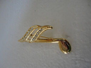 Vintage golden set of 2 musical notes women's brooche pin London Ontario image 3