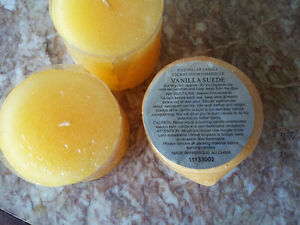 Set of 3 decorative scented candles large Brand new London Ontario image 4