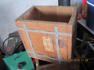 2 anciennes boite en bois, contenais des pieces de monais