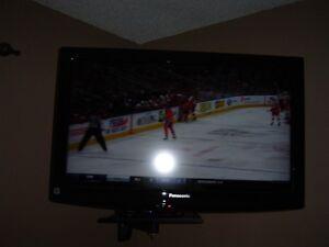 """32"""" LCD Panasonic TV"""