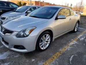 FOR SALE!!!   2012 Nissan Altima 3.5R coupe. 125,000kms. MINT!