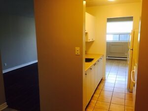 Free rent! Newly renovated 2 bedroom - walk from downtown