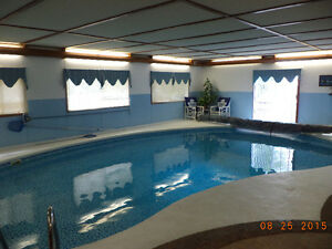 HOUSE WITH INDDOR POOL ( CHATHAM-KENT)