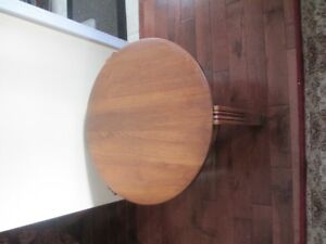 beautiful art deco round table