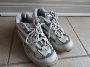 Women's Brookes White/Blue running walking shoes Size 7 London Ontario image 4