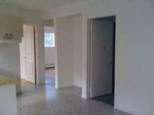 Utilities included $900 - 3 bd East Gatineau apt -avail NOW