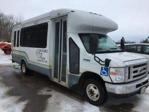For Sale : 2009 Ford E450 21 passenger bus