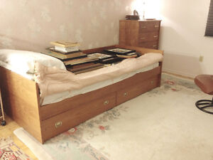 Teak Fouton Bed/Couch with 2 built-in Drawers