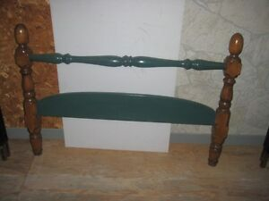 Tête et pied de lit en bois (lit simple).