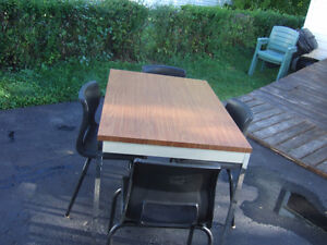 Table with 4 chair's $35