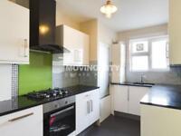 3 bedroom flat in Livermere Court, Queensbridge Road E8