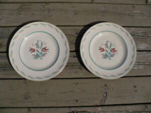 2 ASSIETTES ALBERT WAGG WEDGWOOD $ 10.00 POUR LES 2
