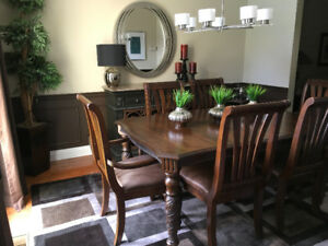 Stunning solid wood Dining Room Table, 8 chairs and server