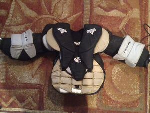 Goalie chest protector - Vaughn Velocity 7000 - Price reduced