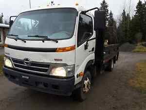 Camion Hino 155 à benne basculante 2009 Saguenay Saguenay-Lac-Saint-Jean image 1